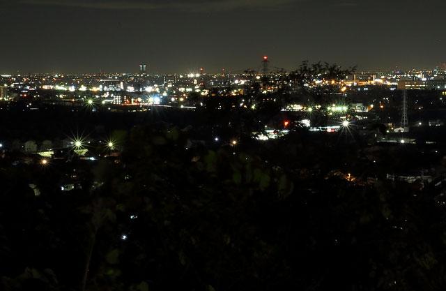 化石館向かいにある駐車場からの夜景