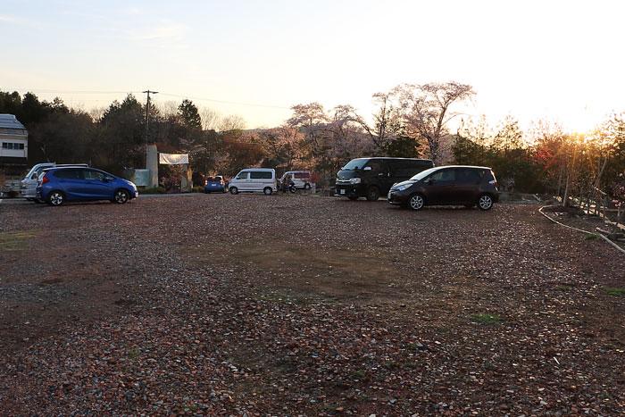 芝桜花桃公園の駐車場