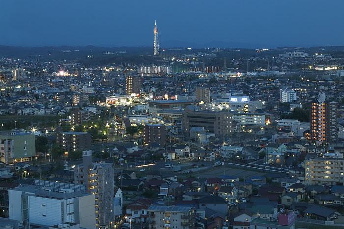 瀬戸デジタルタワーとトワイライトの夜景