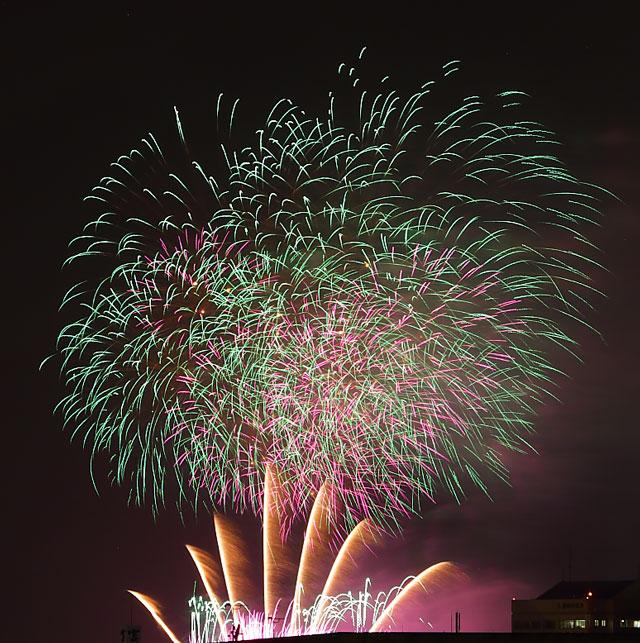 アピタ向山店屋上から見る花火