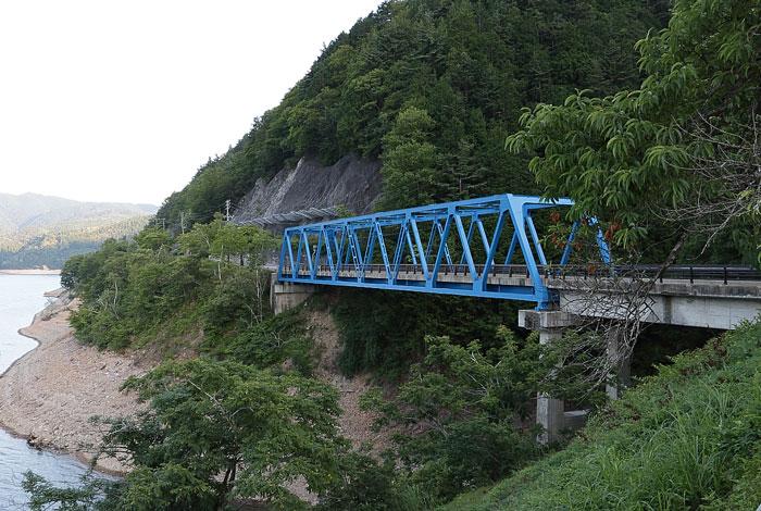 御母衣湖に沿って走る国道156号線の橋梁