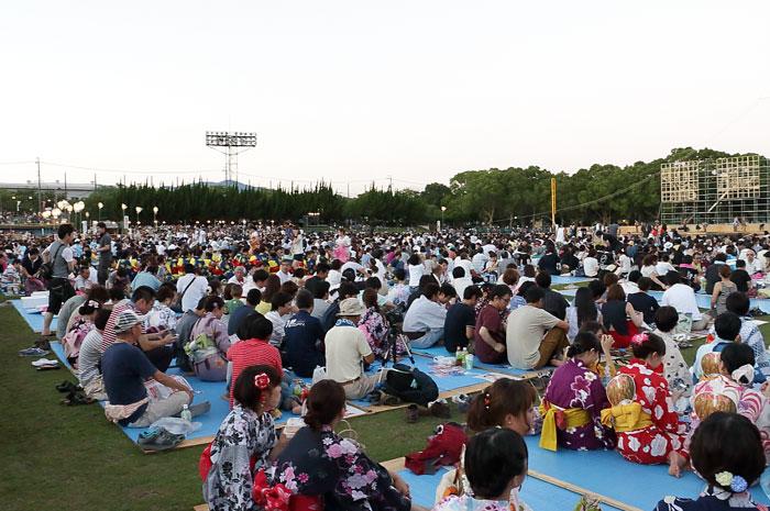 豊川手筒花火の会場の様子