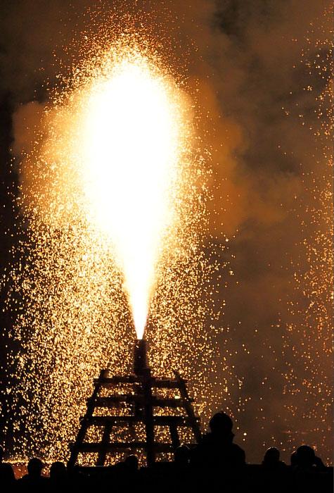 フィナーレの大筒花火