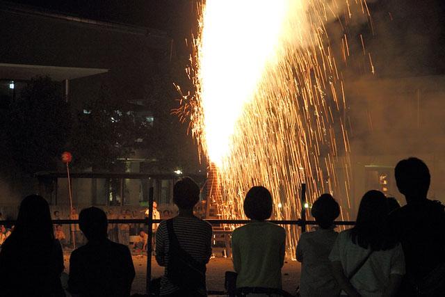 大筒花火と観客