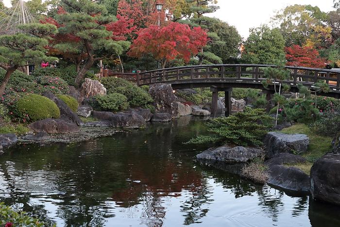 豊臣橋と紅葉