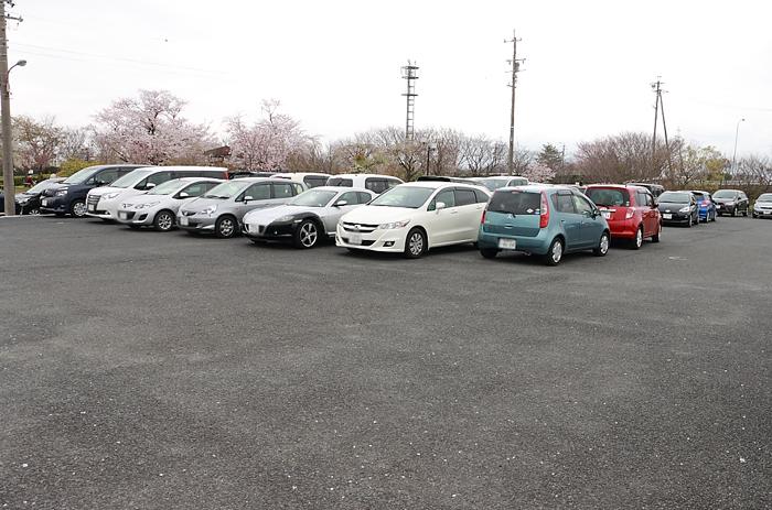 桜ネックレスの駐車場