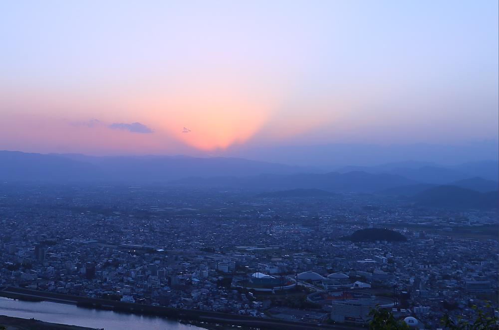 日没直後の金華山から望むマジックアワー