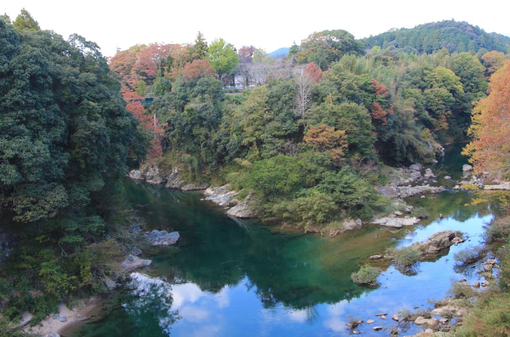 天然の要害(牛渕橋から)