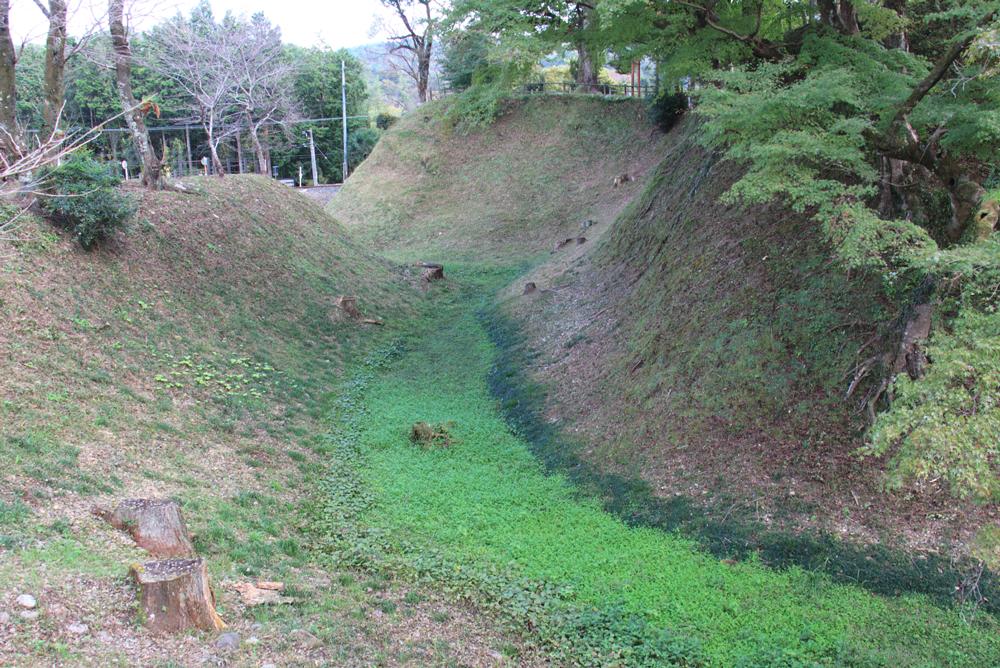 本丸と二の丸の境にある空堀