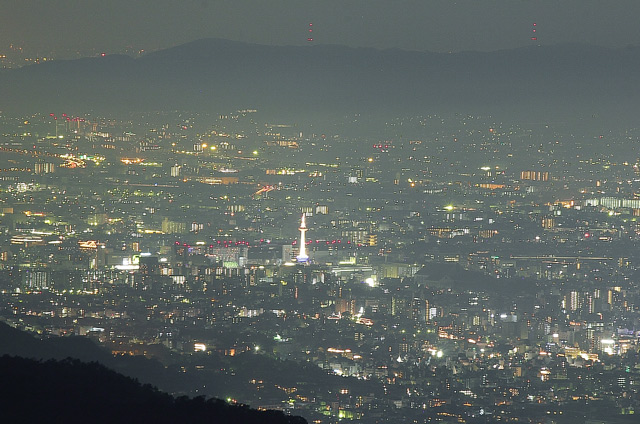 比叡山の山頂から望む琵琶湖の夜景