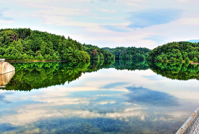 鏡の様な水嶺湖