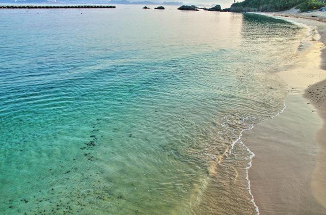 エメラルドグリーンの御座白浜海水浴場