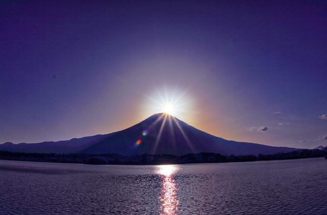田貫湖から望むダイヤモンド富士