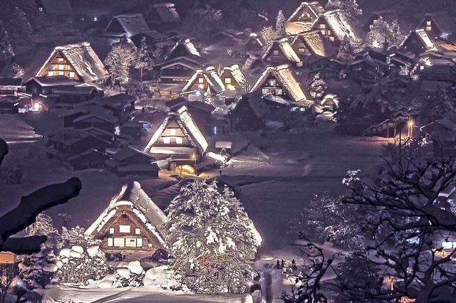 雪が降り積もった白川郷