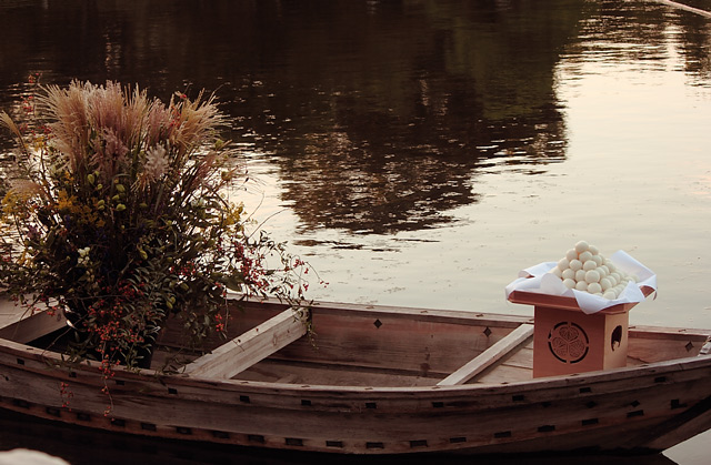 小舟とお月見団子とススキ