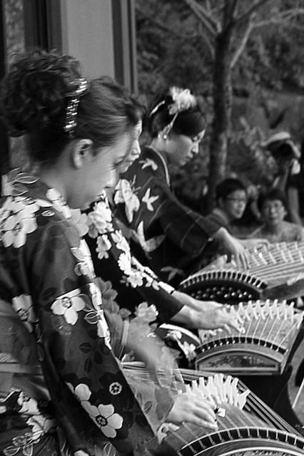 観仙楼での琴の演奏