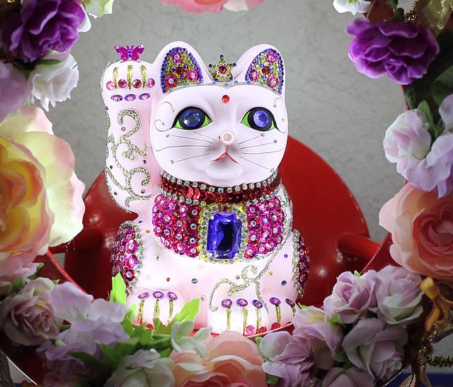 占い師風のピンク色の招き猫