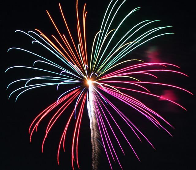 西枇杷島の5色の打ち上げ花火