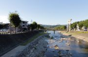 宮川と桜山八幡宮の鳥居