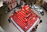ピラミッド型巨大ひな壇