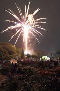 世界の薔薇園と打ち上げ花火のコラボ