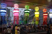 ライトが点灯した安城駅前の竹飾り