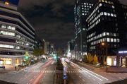 栄の夜景と車の光跡