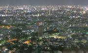オフィスビルが立ち並ぶ都市の夜景