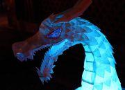 青く光る龍