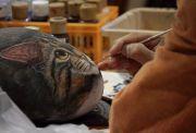 猫の彫り物を作る人