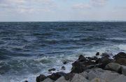 伊良湖岬の荒れた海