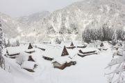 雪が積もった五箇山の里